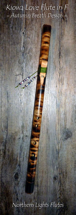 Kiowa Love Flute in F - Autumn Breath Design - von Northern Lights Flutes