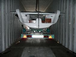 Transport de bateau en conteneur entre la métropole et la Réunion, avec Long-Cours.
