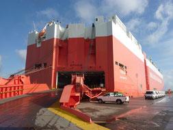 Transport de bateau sur navire roulier pour la Réunion, avec Long-Cours