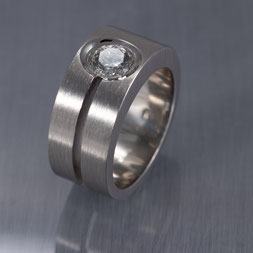 Goldschmiede Backhaus, Schmuck, Handarbeit, Unikat, Einzelstück, John-Michael Mendizza, Markus Backhaus, Ring, Herrenring, Brillant, Solitär, Platin 950