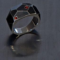 Ring in Silber mit roten Saphiren, Schmuck, Handarbeit, Unikat, Einzelstück, Goldschmiede Backhaus, John-Michael Mendizza, Silber 925, Sterling-Silver