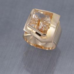 Ring, Schmuck, Handarbeit, Unikat, Einzelstück, Goldschmiede Backhaus, Markus Backhaus, Bergkristall, Rutil, Gelbgold 585