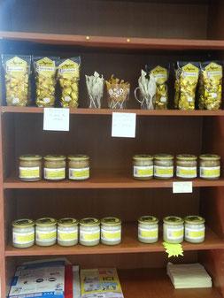 Le miel récolté par les élèves du rucher école est vendu à la Maison du Miel et des Abeilles