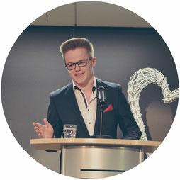 Niklas Klein bei einer Rede
