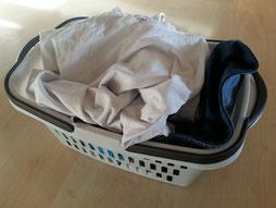 Voller Wäschekorb ungebügeld