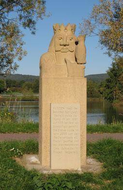 Der Steinkönig von Flieden am Paddelteich - WIFO Flieden