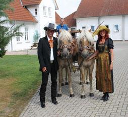 Andre u. Annette Engelhardt mit Kutscher Lars Auf der Heide