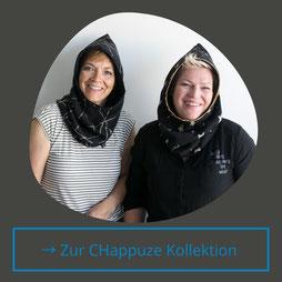 Anita Meier und Renate Fischer tragen hier die Chappuze aus der Kollektion Winter. Sie gibt warme Ohren und einen geschützten Hals. Die Wendekappuze ist in diversen Farben erhältlich.
