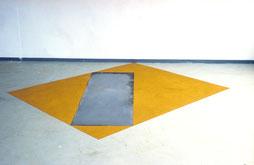 Matthieu van Riel. Pigmentwerken. Z.T. 250x290x0,2cm pigment en metaalplaat 1987