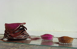 Matthieu van Riel. Kewla's Rotibild. Pigment roti's bord schaaltjes en glasplaat 1996