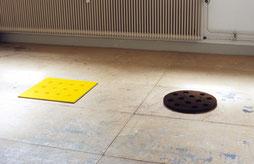 Matthieu van Riel. Zonder titels pigment op spaanplaat 50x50x2,5cm en 50cm doorsnede rond dikte 2cm 2005