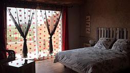 """La chambre Coquelicot de la Maison d'Hôtes """"Au Pied du Figuier"""" à Pauligne, près de Carcassonne et Limoux"""