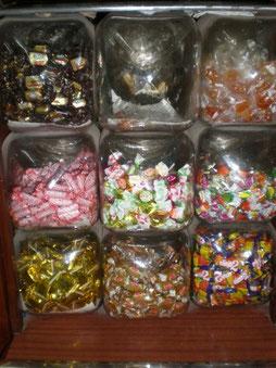 Diversidad de caramelos de todo tipo con y sin azucar.