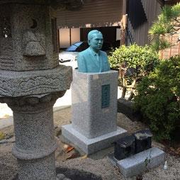 本磨き銅像台/個人宅