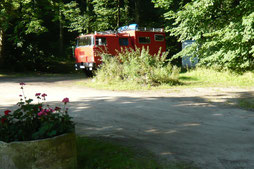 Eine junge Familie aus Süddeutschland hielt mit ihrem Feuerwehrauto einen Zwischenstopp bei uns.