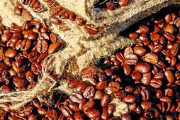 Frisch traditionell von Hand gerösteter Bohnenkaffee aus Graubünden für einen feinen bekömmlichen Kaffee Creme und aus Sizilien und Neapel für einen echter Espresso Italiano