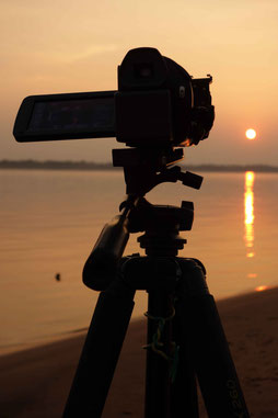 Dur métier que celui de voyageur/réalisateur...obligé de travailler jusqu'au coucher du soleil! Mais parait-il qu'il y a pire! :)