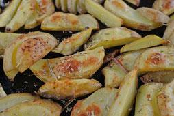 Kartoffelschnitze aus dem Backofen