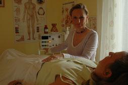 Karen Dittner mit Patienten