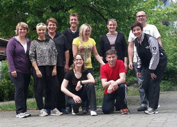 von links nach rechts: Simone, Birte, Hartmut, Prüfer Christian Punk, Elke, Vicky, Ingo, Dina, Knieend: Prüferin Doreen Weiser, Lehrwart Ralf Zajonc