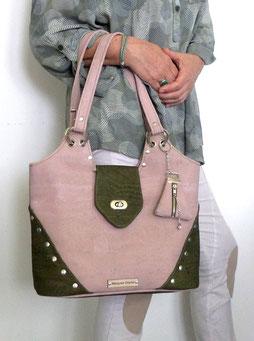 photo-sac-porté-besace-rectangle-a-bandoulière-chic-cuivre-noir-deux-poches-devant-a-rabats-brodés-de-perles-et-cristaux