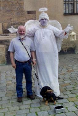 Der Hauptengel von der Liebfrauenkirche in Dresden zuständig für glückliche Zucht und erfolgreiche Hundeführung mit Züchter Josef Siedler und Josefine von der Nordkette