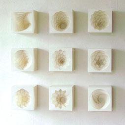 PAPIER-art ART-papier, Kunstobjekte aus Papier, einzelnen Papierschichten, Lichtwürfel, Kunstinstallation, Harald Metzler, Mattsee, Österreich