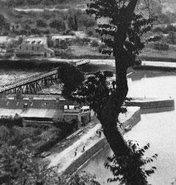 Passerelle sur pilotis, avant le pont de Livet, pour traverser la Rance à la Hisse