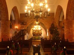 Eckernförde St. Nicolai, Blick zum Altar, Zustand Weihnachten 2017