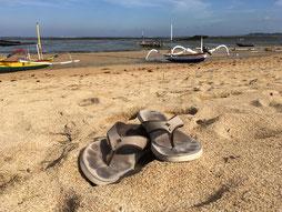 Couleurtong profite du sable balinais à Sanur