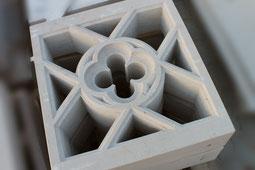 Detaillierte Fräsarbeit: Kreuzblume für eine historische Kirche, Lohnarbeit Jura Marmor