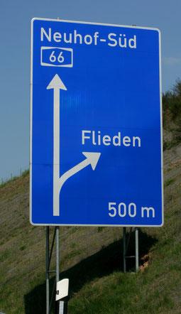 Schild Autobahnabfahrt Flieden, A66 - WIFO Flieden