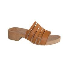 sandale cuir bois, sabot d'été pour femme, sur une semelle pas très haute, très confortable, avec un jeu de petites lanières en cuir de différentes largeurs.
