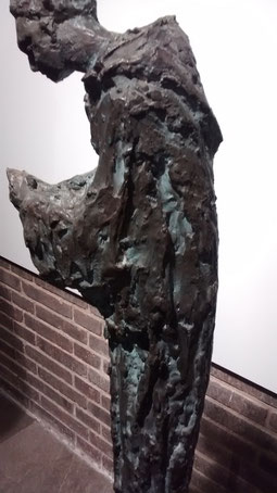 Santo Domingo. Susana Polac 1960.Bronce.70x21cm. Convento de Ntra Sra de Atocha en Madrid.