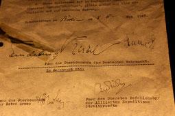 Bedingungslose Kapitulation, unterzeichnet für das Oberkommando der faschistischen Deutschen Wehrmacht von Keitel am 8.Mai 1945. Foto: Helga Karl (mit Erlaubnis Museum Karlshorst)