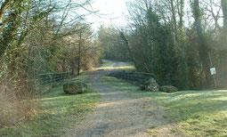 L'ancienne route et le pont sur le Bicheret