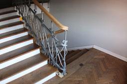 Referenz aus Berlin Mitte: Renovierung und Restaurierung eines Treppenhauses von einem Mehrfamilienhaus und Beseitigung von Schimmelpilz.