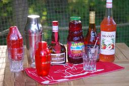 """Cocktail servi aux Cabanes de La Chaussée : """"Australopithèque"""" Grand-Marnier, Cognac, jus de cranberry, sirop de pêche, shaker,"""