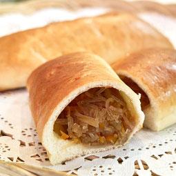 中華風 焼きピロシキ。春雨、野菜、ひき肉を中華風に味付けして、たっぷりパンに入れました。  7大アレルゲン 小麦、卵  ¥150