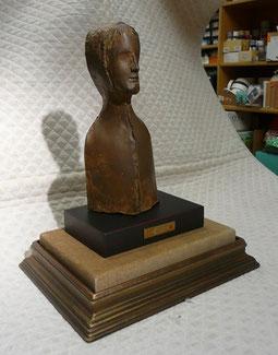 (15)  ブロンズの彫刻作品