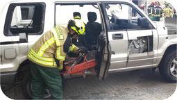 demonstratie van een rescue zaagblad op een husqvarna benzine doorslijper. hier op deze foto bij het doorslijpen van een auto