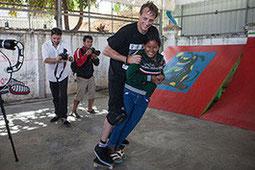 ตำนานนักสเก็ตบอร์ด Mr. Tony Hawk หนึ่งในผู้ให้การสนับสนุนผ่านกองทุนเด็กกัมพูชา