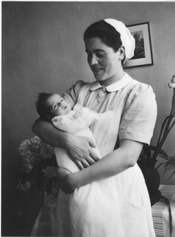 Während Jahrzehnten war Magdalena Beck-Walde die Hebamme der Gemeinde. (Foto 1951)