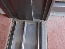 玄関のレール部分 掃除済み