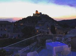 Blick auf Assisi vom Nun im Abendlicht