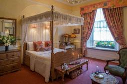 Dingle Benners - Zimmer mit Himmelbett