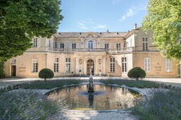 Innenhof vom Château Martinay bei Carpentras