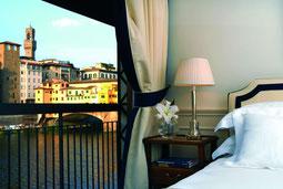 Blick vom Zimmer auf die Ponte Vecchio