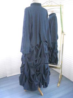 Designerkleid, maßgeschneiderter Mantel aus Singen am Hohentwiel, Peppermilla