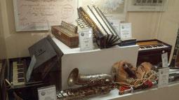 アコーディオンの歴史に沿って、いろんな種類の楽器を展示している貴重な博物館。
